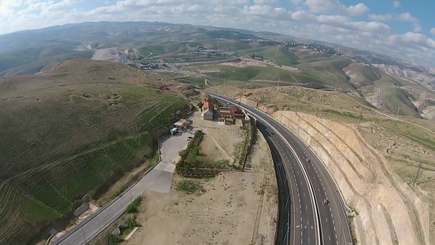 Road from Jericho to Jerusalem_Moment2.j