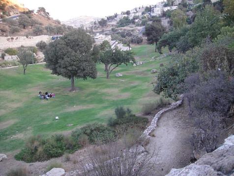 Hinnom Valley3.jpg