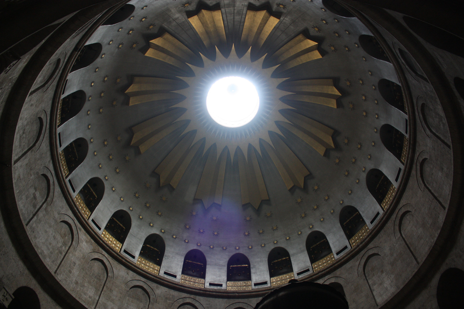 Dome_over_the_Tomb_of_Jesus,_Holy_Sepulc