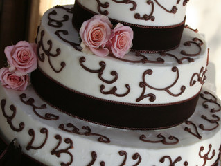 Why Have A Fake Cake At Your Wedding?