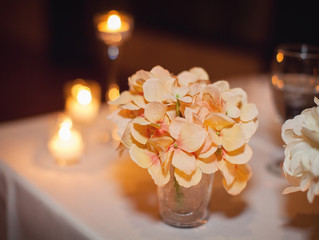 How to choose elegant wedding flower arrangements