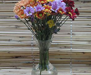 Solitário com crisantemos