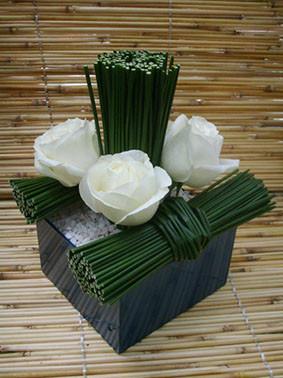 Arranjo 4 rosas brancas