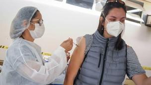Confira os pontos de vacinação contra a covid-19 para público de 30 anos