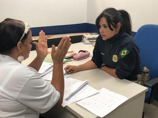 Funcionária terceirizada da PRF é alfabetizada por policial na Ceilândia
