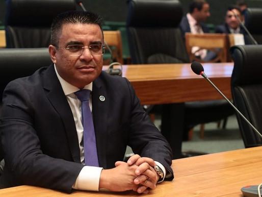 """Fernando Fernandes nega mais uma vez prática de """"rachadinha"""" e diz que continua na base"""