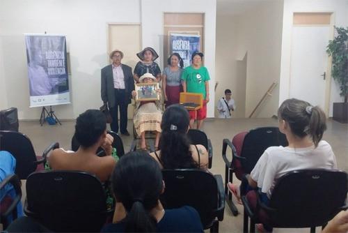 Violência contra idoso é tema de esquete teatral no Hospital Regional de Ceilândia