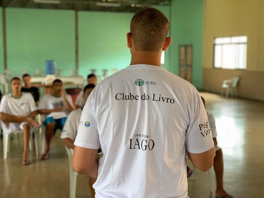 Projeto resgata vidas de detentos por meio da leitura