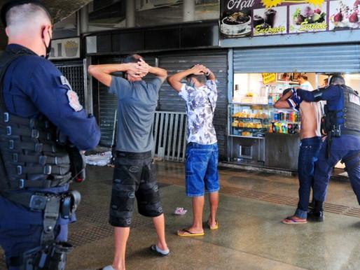 Operação da PM coíbe feira do rolo em Ceilândia