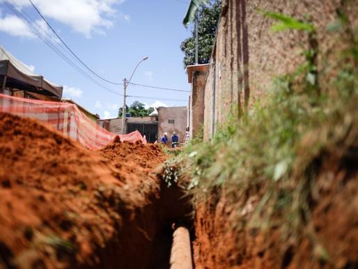 Obras de esgotamento sanitário avançam no Sol Nascente/Pôr do Sol