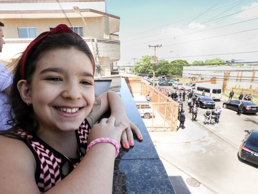 Bolsonaro comemora o 10º aniversário da menina Alícia em Ceilândia