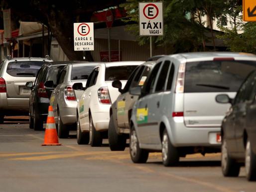 Bolsonaro veta auxílio a taxistas, catadores de recicláveis, entregadores de aplicativo e outros pre