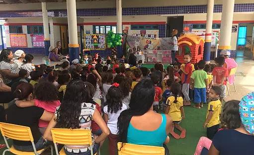 Creche em Ceilândia ganha novo estacionamento e quadras de esporte