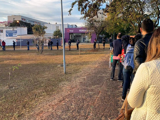 Longas filas marcam vacinação contra covid-19 no Distrito Federal