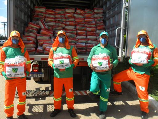 COVID-19: garis entregam mil cestas básicas para famílias carentes