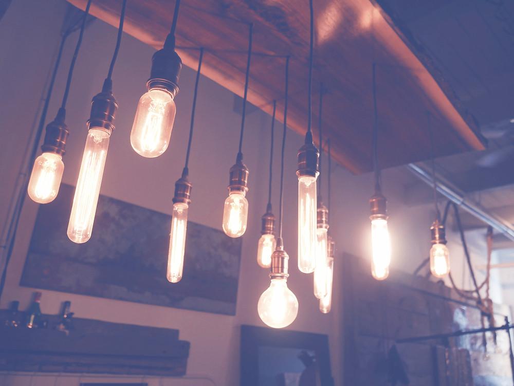 lampor som lyser upp