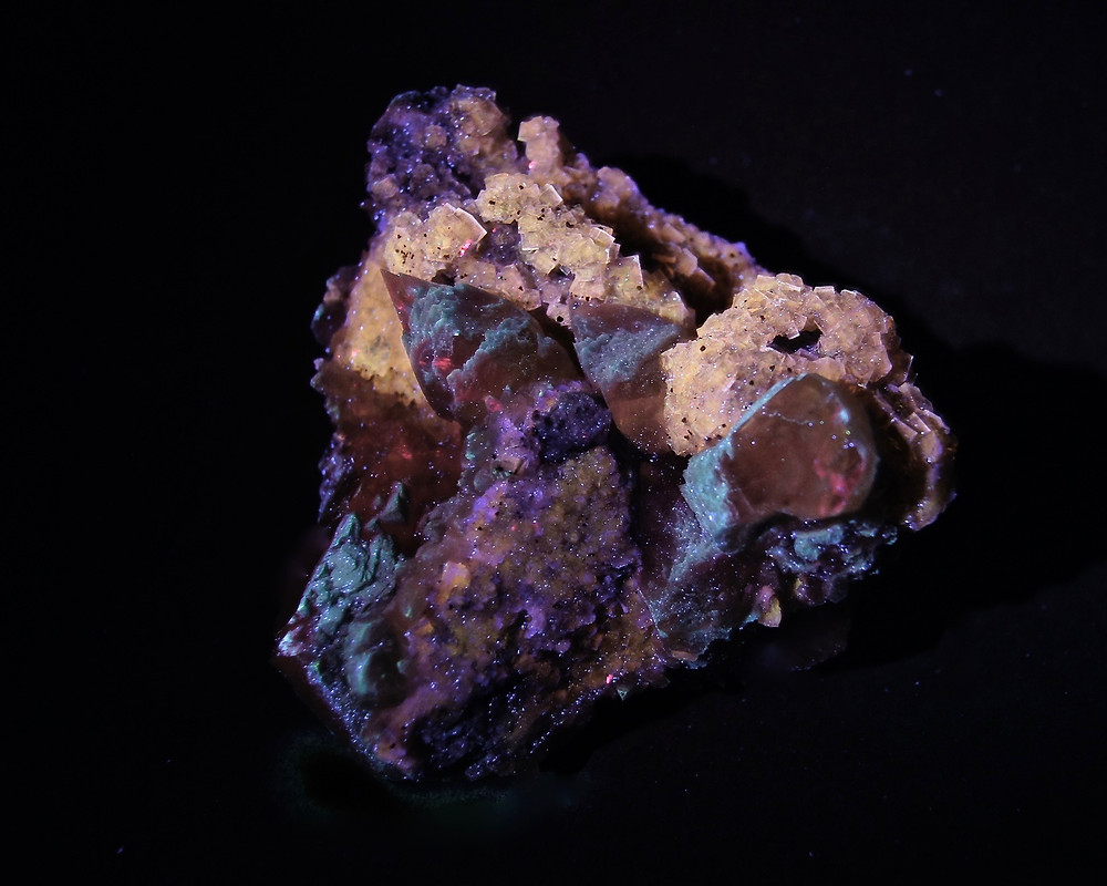 Calcite in Fluorite From Moscona mine under LW