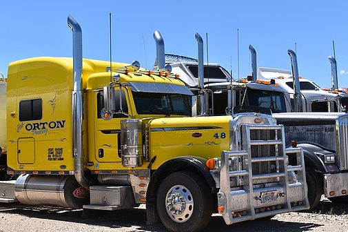 truck-4424342_640.jpg