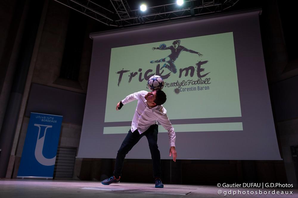 ectacle Freestyle Football pour la soirée de remise des prix sportifs des étudiants de l'Université de Bordeaux, une animation entre les discours des élus, champions et remise de récompenses. Le freestyler Corentin Baron a assuré le show.