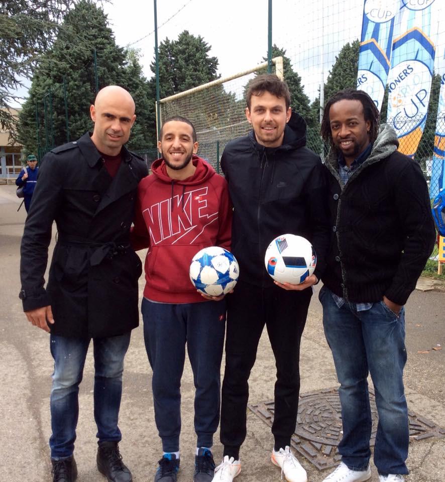 Animation Football Freestyle pour un tournoi organisé par Danone à Lyon. Démonstration de Freestyle Football pour un tournoi d'entreprise organisé par Danone à Lyon avec la présence d'anciens joueurs de l'olympique lyonnais comme le brésilien Cris et Sydney Govou.