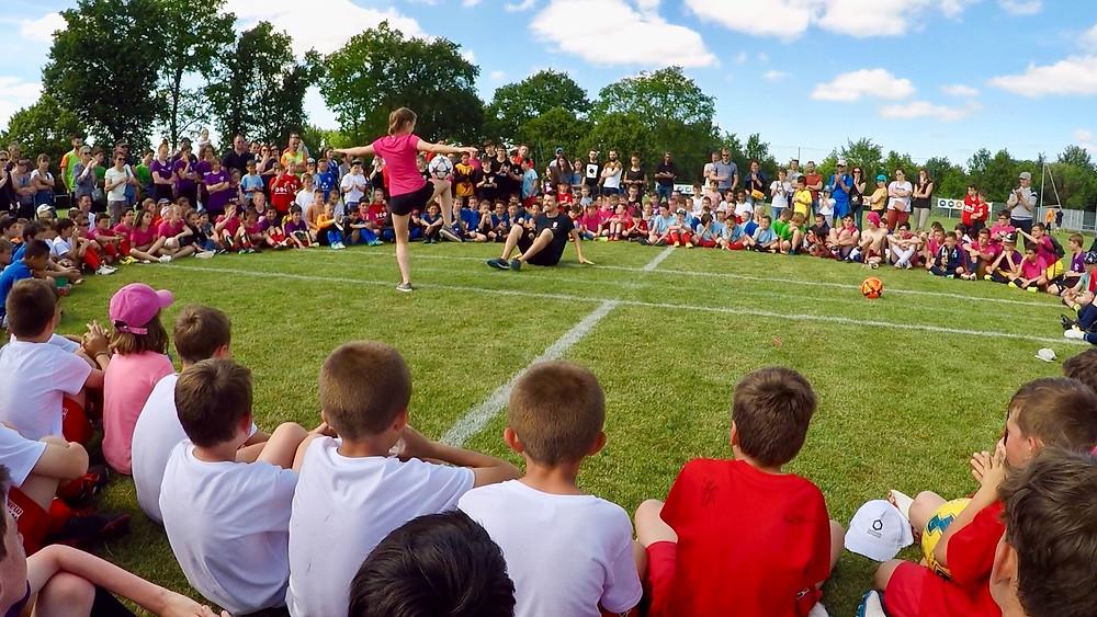 Show Football Freestyle pour un tournoi de football en Vendée, duo de freestyler garçon et fille pour la promotion de la coupe du monde féminine. Spectacle avant la finale du tournoi organisé par le club.