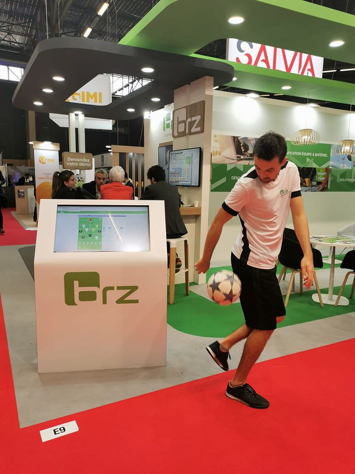 Animation Football Freestyle pour le salon Batimat, salon international de la construction à Paris. Démonstrations du freestyler Corentin Baron pour un stand d'entreprise.