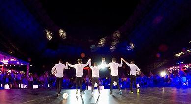Show Football Freestyle au Vélodrome de Marseille pour une soirée entreprise Orange avec l'équipe de freestyler foot professionnel Trick Me. Une animation en avant concert du groupe IAM.