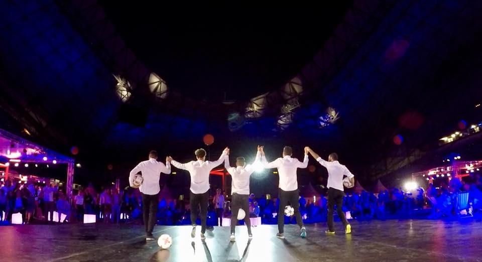 Show football freestyle au stade Vélodrome de Marseille pour un évènement entreprise. L'équipe Trick Me était en prestation football freestyle au stade Vélodrome de Marseille pour un show pour une soirée entreprise Orange. Un spectacle réalisé en avant concert du groupeIAM, mêlant gestes techniques avec le ballon.