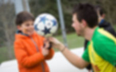 Animation Football Freestyle sur la fan zone du FC Nantes au stade de la Beaujoire avec le freestyler foot professionnel Corentin Baron. Démonstration, initiation et show freestyle foot en musique pour les supporters du club en avant match.