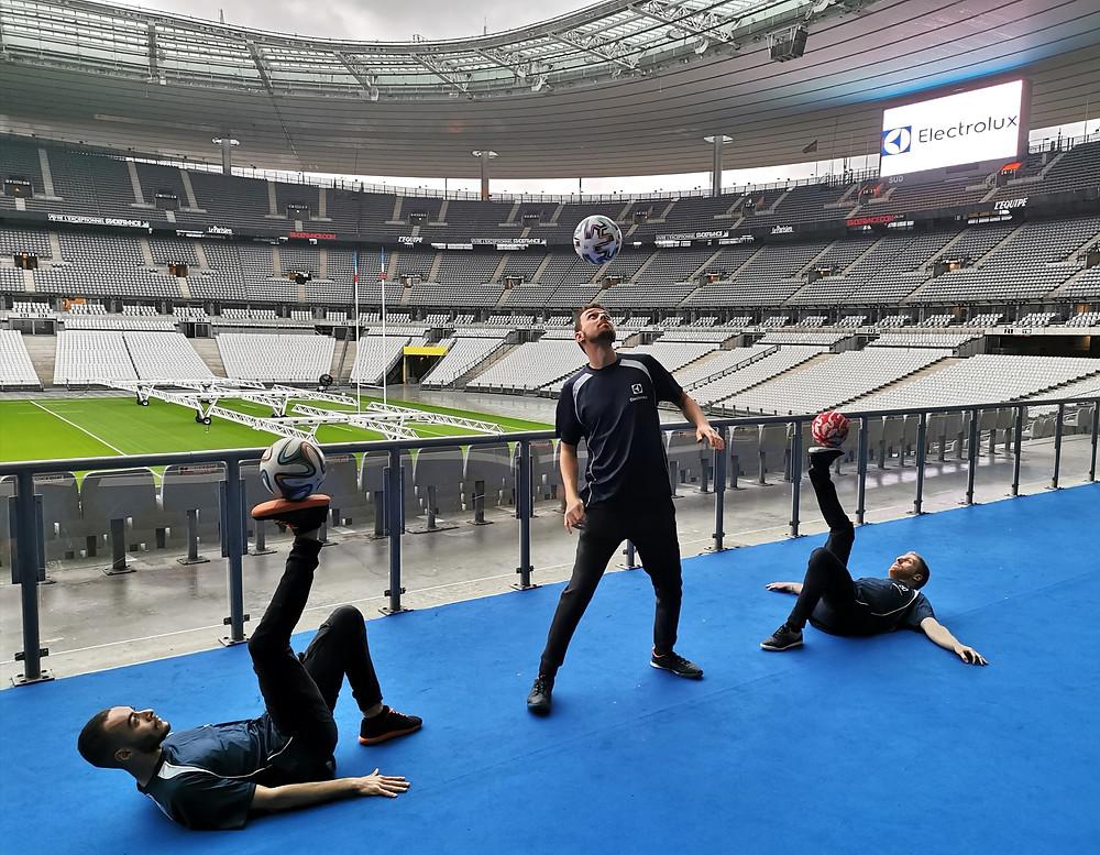 Show Football Freestyle de l'équipe Trick Me au stade de France pour l'entreprise Electrolux lors de son séminaire. Spectacle dans l'auditorium pendant la plénière et animation durant la soirée cocktail pour les invités.