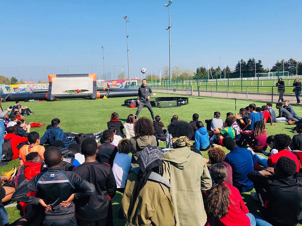 show football freestyle pour un évènement street en normandie avec le freestyler et artiste professionnel Corentin Baron. Une animation avec démonstration et initiations pour apprendre les figures avec le ballon
