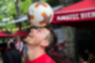 Show Freestyle Football de Corentin Baron pour l'évènement entreprise Heineken à Lyon lors de la finale europa league. Démonstrations de figures et jonglage avec le ballon, animations foot freestyle avec l'équipe Trick Me de freestylers professionnels.