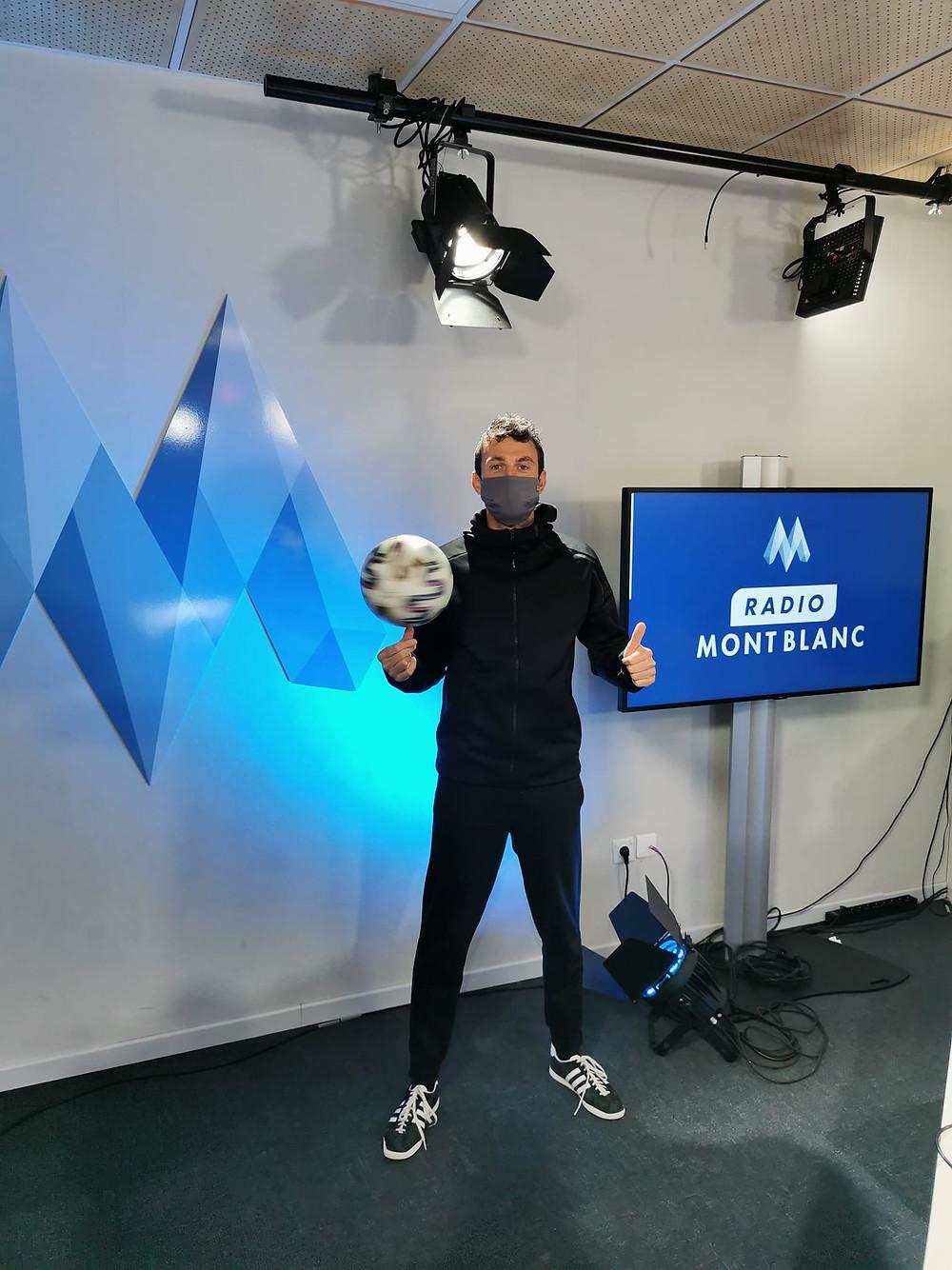 Interview de Corentin Baron pour Radio Mont Blanc, la radio leader sur la Haute Savoie et Savoie. Le freestyler a réalisé une démonstration de Freestyle Football, présenté la discipline et répondu aux questions en direct.