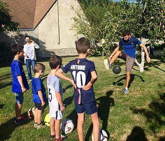 Anniversaire Football Freestyle avec Corentin Baron au Mans en Sarthe avec une démonstration du freestyler et une initiation pour apprendre les tricks et le jonglage.
