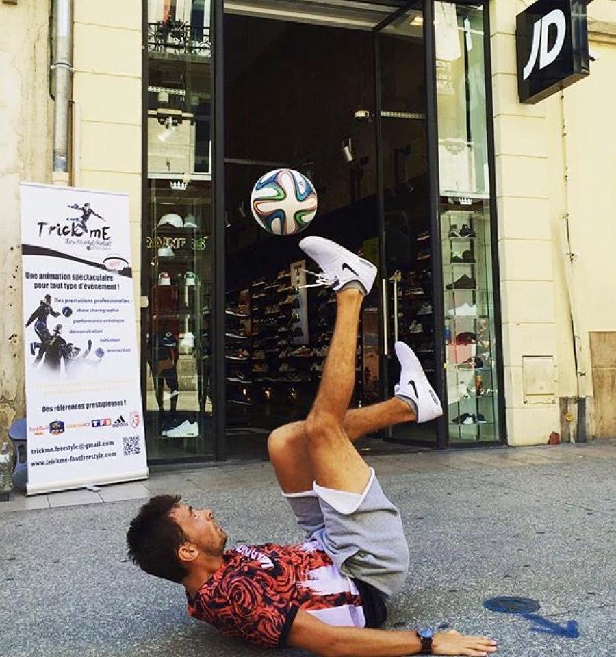 Animation Freestyle Football pour l'inauguration du nouveau JD Sport à Dijon. Corentin Baron était en démonstration à Dijon pour l'inauguration de la nouvelle boutique JD Sport spécialiste de sneaker et vêtement street et urbain, dans le centre ville dijonnais.