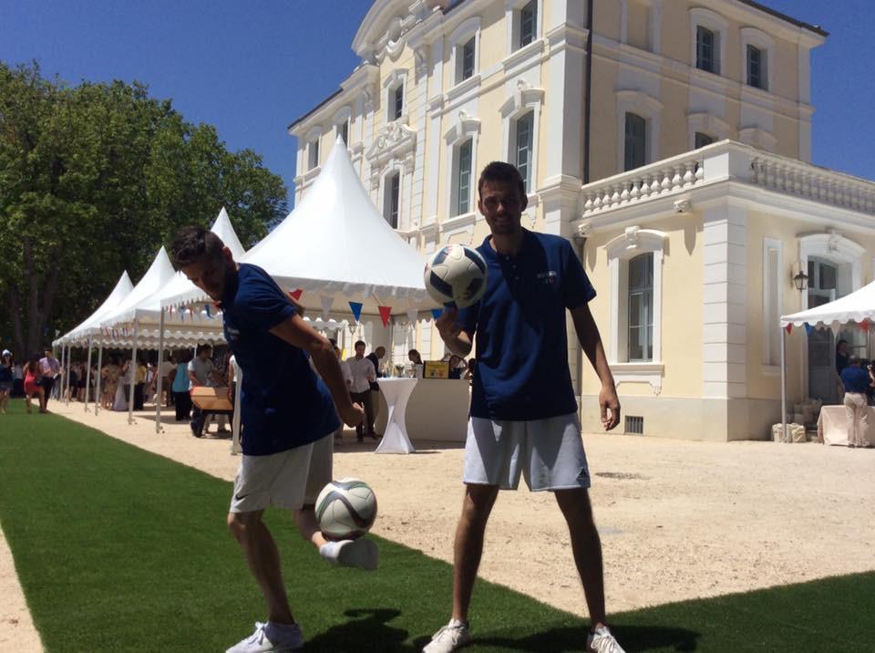 Show Freestyle Football au château Ricard de Marseille avec les freestylers professionnel de l'équipe Trick Me. Le duo a assuré des shows, démonstrations et atelier défis et initiation au freestyle foot avec les invités.