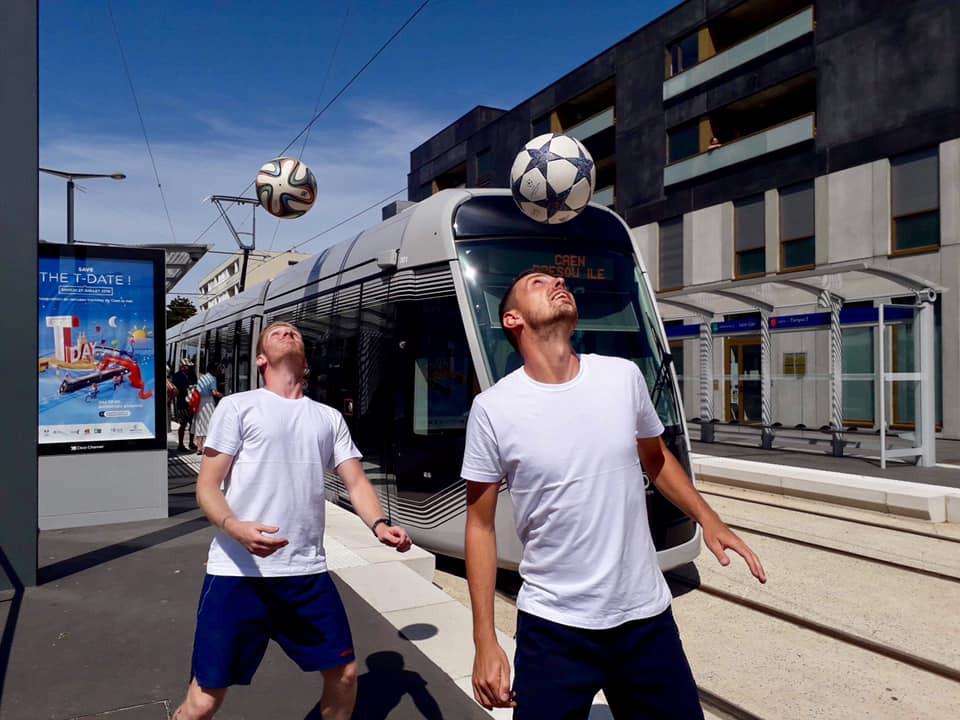 Show Freestyle Football pour l'inauguration du tramway de la ville de Caen en normandie. Les freestylers ont proposé un show pour la cérémonie et des initiations pour le public.
