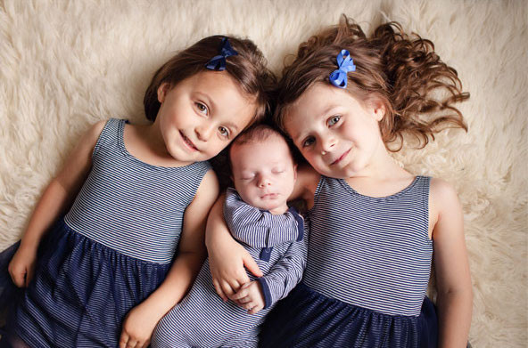 newborn-photography-family-poses-1.jpg