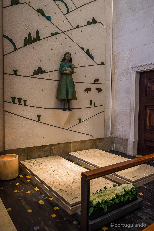 túmulo de Jacinta e Lúcia, santuário de Fátima