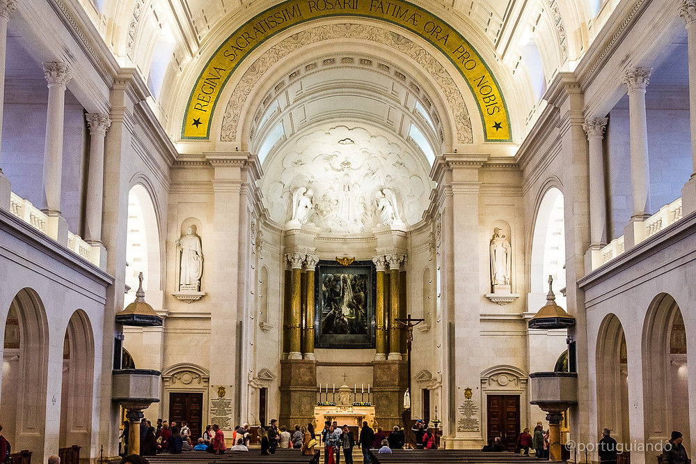 Basílica de Nossa Senhora do Rosário de Fátima, interior