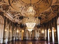 Palácio_Nacional_de_Queluz_-_no_concelho_de_Sintra,_em_Lisboa,_fica_essa_joia_da_arquitetura_e_história_portuguesa_edited.jpg
