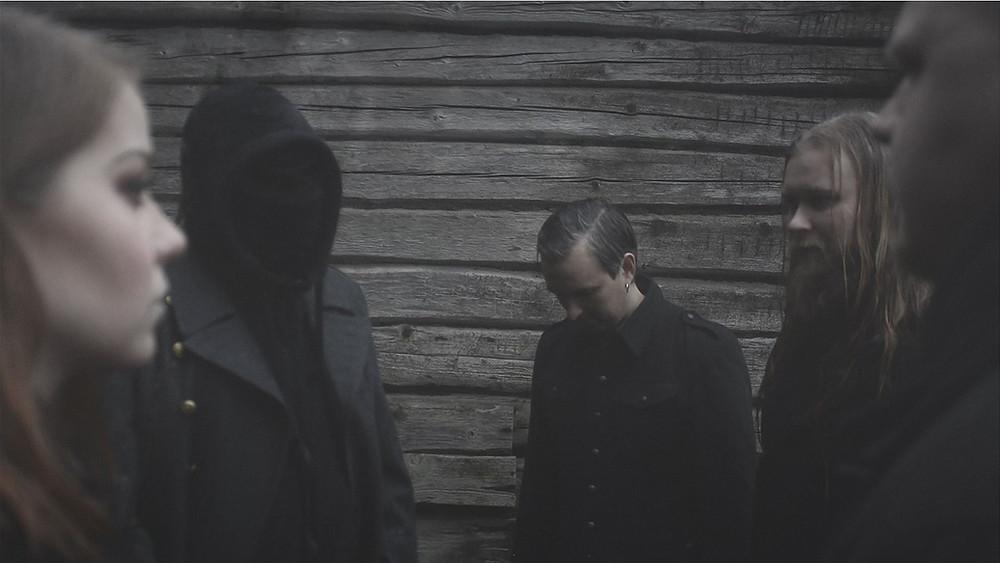 A banda de black metal influenciada pelo folk, Hiidenhauta, lançou um novo videoclipe e single!