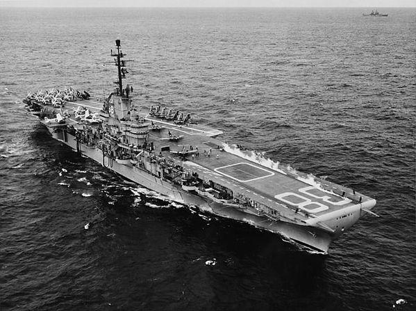 USS_Shangri-La_(CVA-38)_launching_aircra