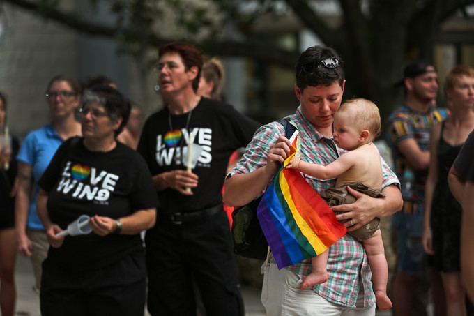 Pulse shooting: Nearly 1,000 attend candlelight vigil in Gainesville