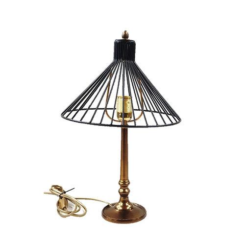 מנורת שולחן עם רגל מוזהבת ראש קונוס
