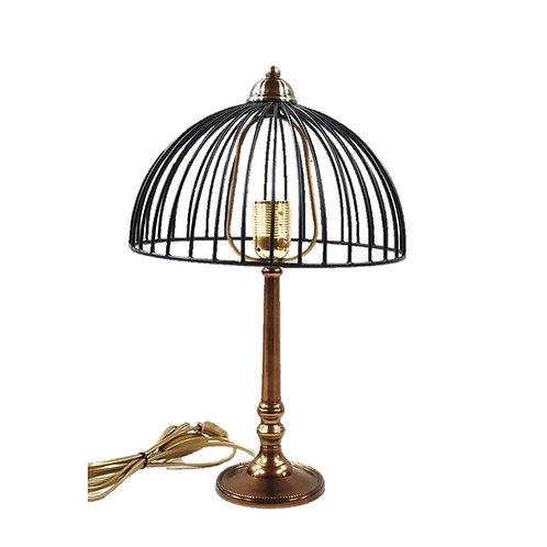 מנורת שולחן עם רגל מוזהבת ראש עגול