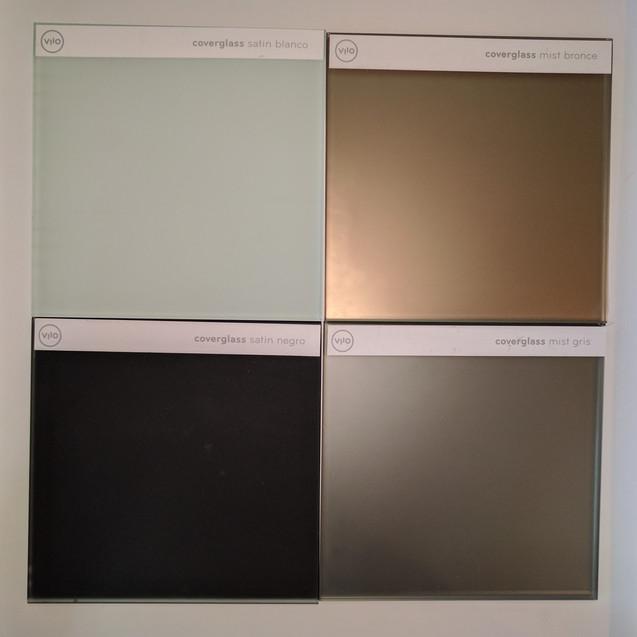 Contraste entre Coverglass Satín Blanco, Coverglass Mist Bronce, Coverglass Mist Gris y Coverglass Satín Negro