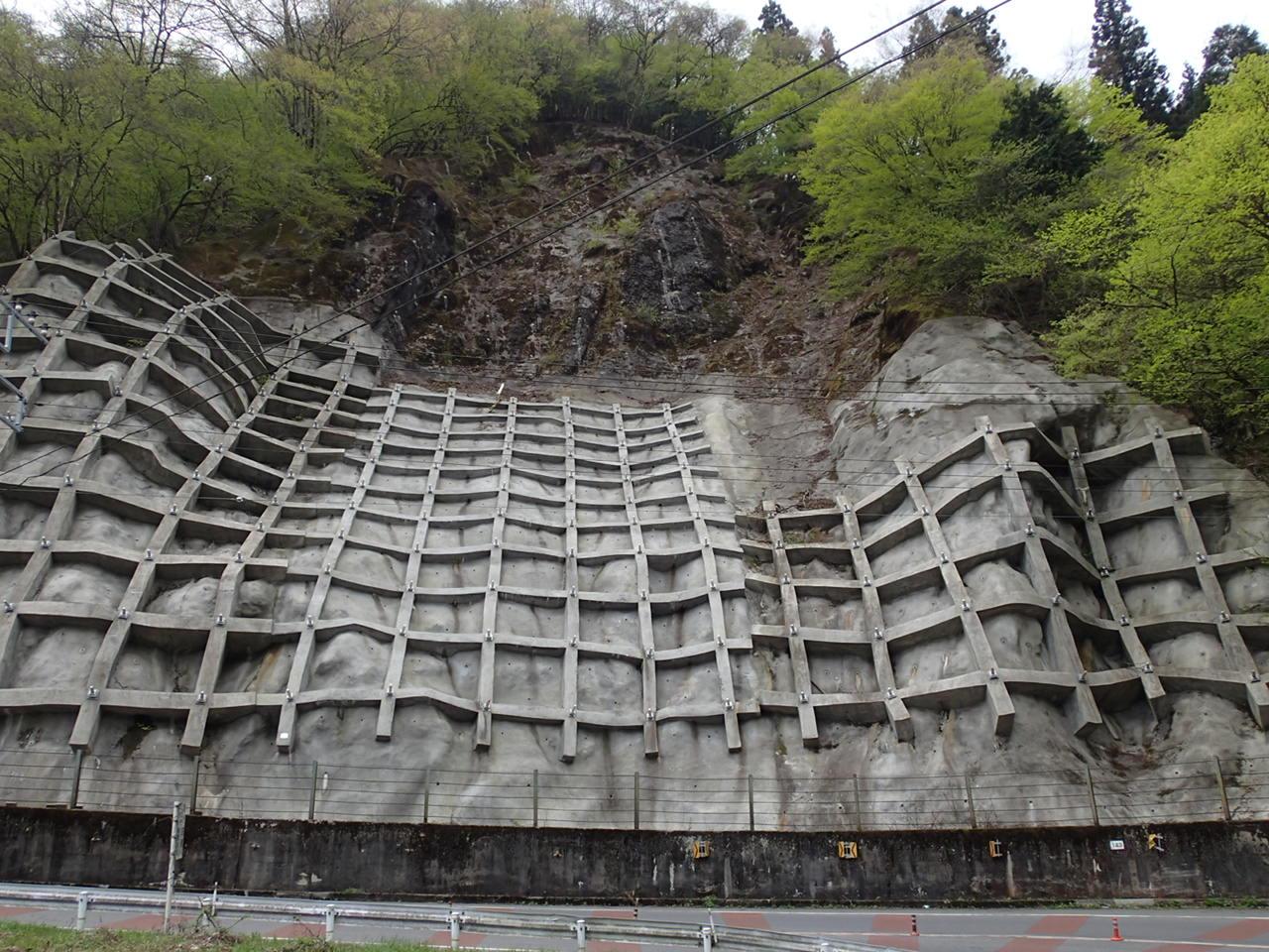 発注者:東京都 現場吹付法枠工、アンカー工