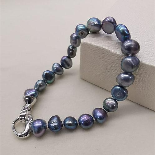 Perles d'eau douce noires-violettes de style baroque