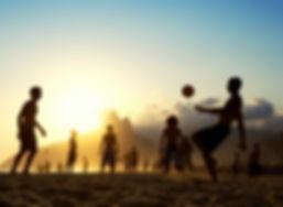 la puesta del sol de fútbol